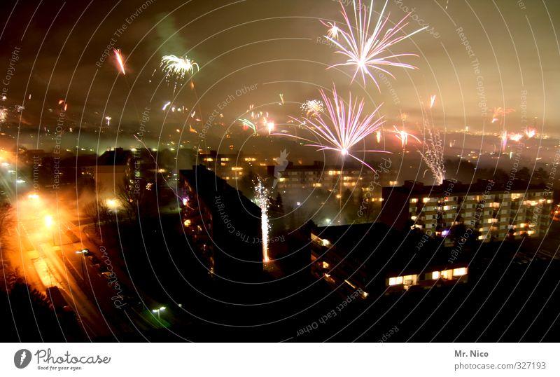 *700* - knaller Himmel Stadt Freude Winter Glück Feste & Feiern Party Nebel Lifestyle Hochhaus Silvester u. Neujahr Skyline Rauch Stadtzentrum Tradition Feuerwerk
