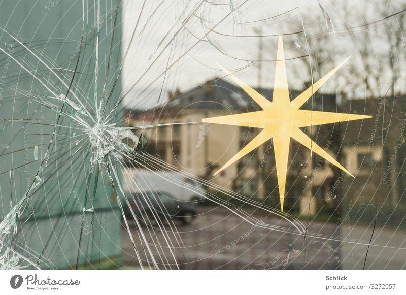 Werteverlust Dekoration & Verzierung Weihnachten & Advent Kleinstadt Fenster Tür Aggression trist Wut Verbitterung Gewalt Hass Ärger Armut Glaube