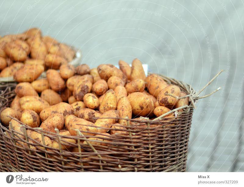Kartoffeln Lebensmittel dreckig frisch Ernährung Gemüse Ernte lecker Bioprodukte verkaufen Korb Buden u. Stände Vegetarische Ernährung Gemüsehändler Wochenmarkt