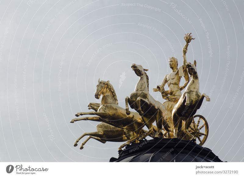 1900 goldene Vergangenheit Skulptur Barock Wolkenloser Himmel Bayreuth Pferd Figur Viergespann außergewöhnlich elegant glänzend historisch oben positiv grau