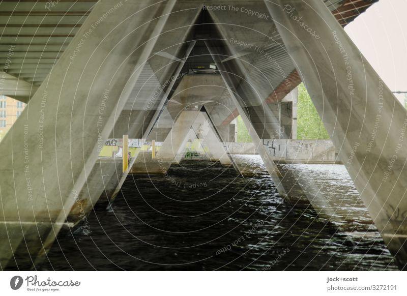 Ansichten Architektur Wasser Fluss Havel Berlin Brücke Brückenpfeiler Beton außergewöhnlich eckig fantastisch groß lang unten grau Stimmung Kraft Einigkeit