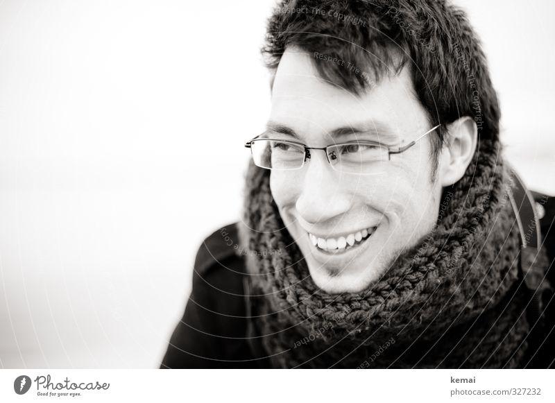 Rømø | Warm smile Mensch maskulin Junger Mann Jugendliche Erwachsene Leben Kopf Auge Ohr Nase Mund Lippen Zähne 1 18-30 Jahre Brille Schal schwarzhaarig