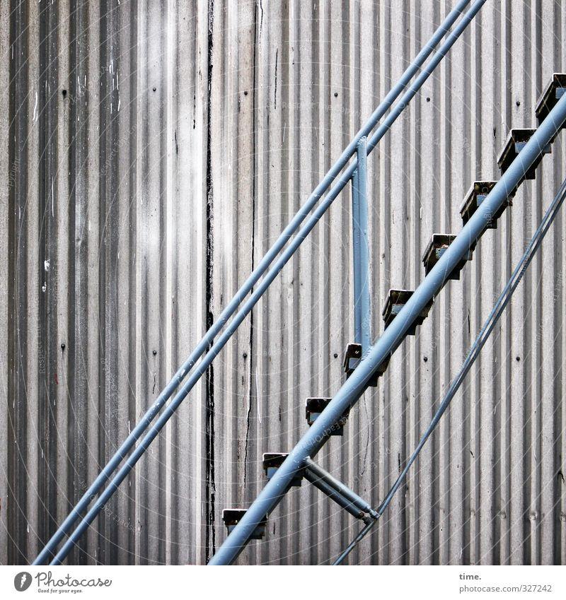 Rømø | aufwärts Fabrik Industrie Energiewirtschaft Industrieanlage Bauwerk Gebäude Architektur Mauer Wand Treppe Fassade Stahltreppe Beton Metall Linie alt