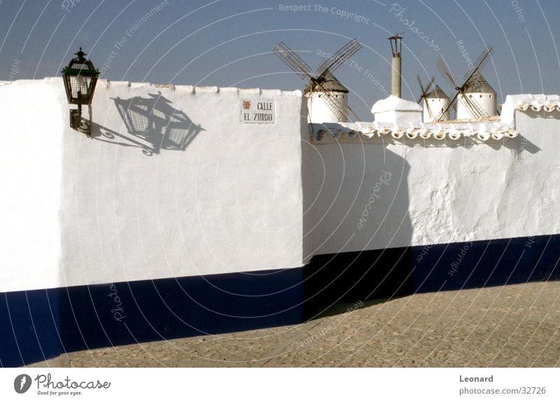 Spanische Mühlen weiß blau Haus Straße Mauer Architektur Spanien Mühle
