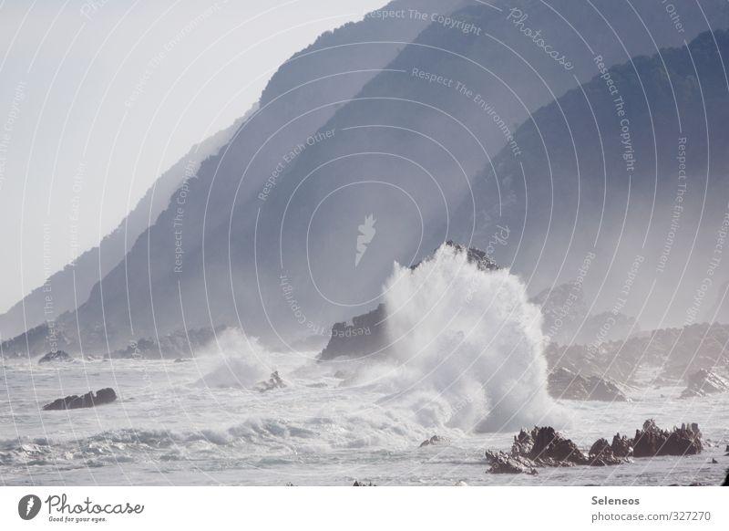 Meeresrauschen Umwelt Natur Landschaft Urelemente Wasser Wassertropfen Himmel Wolkenloser Himmel Wetter Wind Sturm Hügel Felsen Wellen Küste Ferne nass