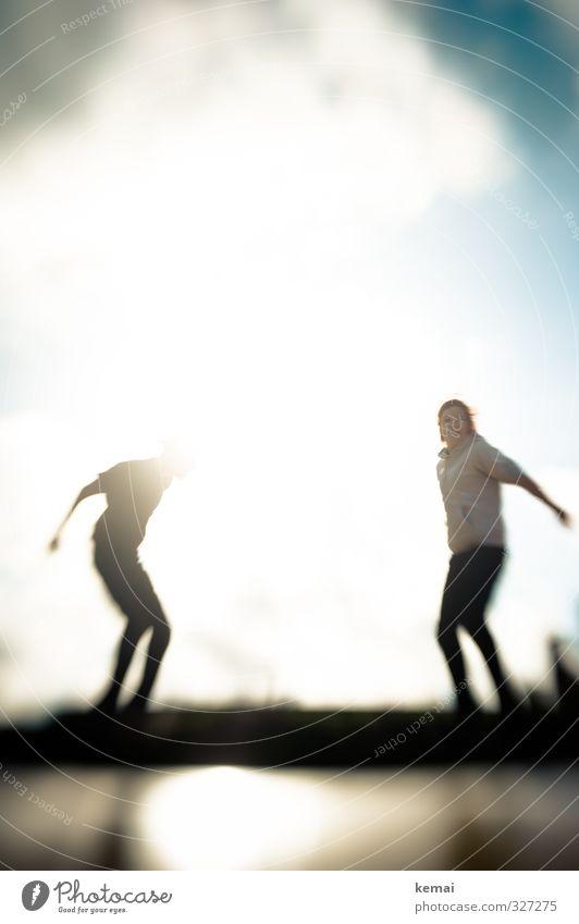 Rømø | Springt über euren Schatten Mensch Jugendliche Freude Junge Frau Erwachsene Junger Mann Leben feminin Spielen 18-30 Jahre Glück springen hell Körper