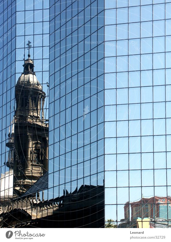 Santiago Reflexion alt Haus Religion & Glaube Architektur modern Bauwerk Dom Kirche Chile Provinz Santiago de Cuba