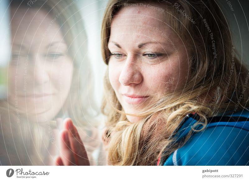 Rømø   Glasscheibenspiel Mensch feminin Junge Frau Jugendliche Erwachsene Leben 1 30-45 Jahre berühren innehalten Autofenster Aussicht nachdenklich ruhig schön