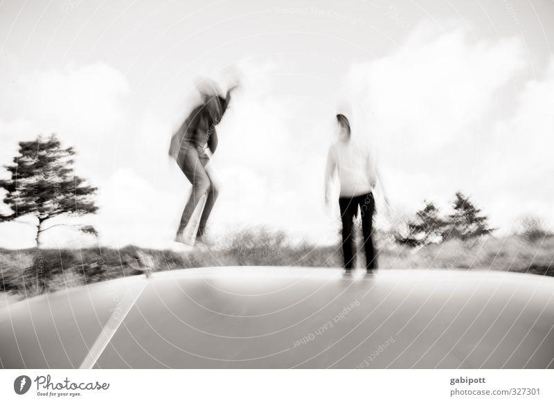 rømø | Junge Hüpfer Jugendliche Erwachsene 2 Mensch Spielen Sport springen Fröhlichkeit Begeisterung Freude hüpfen Trampolin sportlich Unschärfe