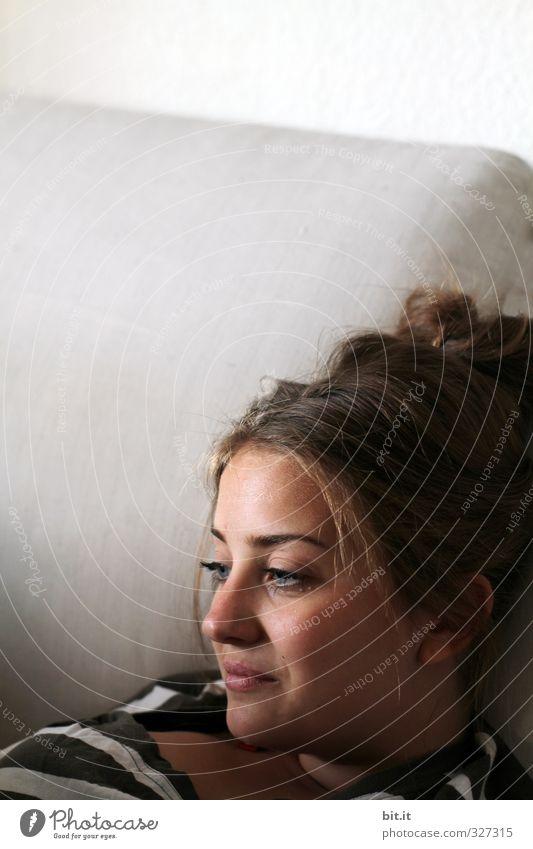 Tagträumen Mensch Kind Jugendliche Ferien & Urlaub & Reisen schön Erholung ruhig Junge Frau Gesicht feminin Haare & Frisuren Glück Kopf liegen Zufriedenheit