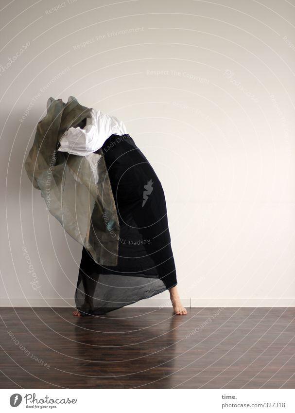 Der Winter will nicht weichen (Ausdruckstanz II) 1 Mensch Künstler Theaterschauspiel Bühne Tanzen Tänzer Ausdruckstänzer Rock Tuch kämpfen stehen ästhetisch