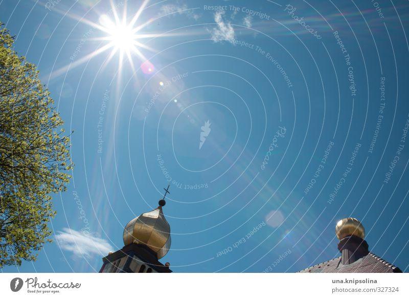 goldknubbel mit sonne und baum Himmel blau Sonne Baum Ferne Umwelt Gebäude Freiheit Religion & Glaube hell glänzend gold Idylle leuchten groß frei