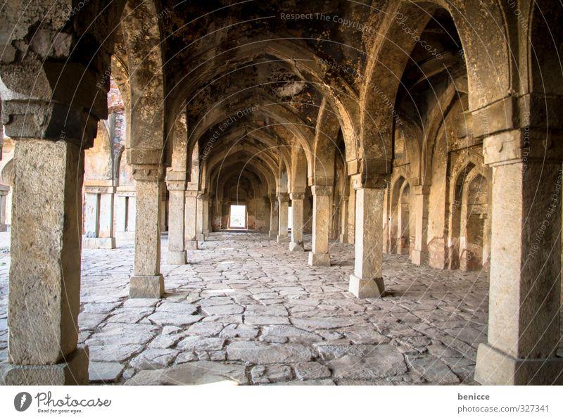 Tempelpfeiler Denkmal Ruine Säule Kirche Indien Delhi Reisefotografie Bauwerk Haus Vergangenheit ruhig Menschenleer Unbewohnt alt historisch Burg oder Schloss
