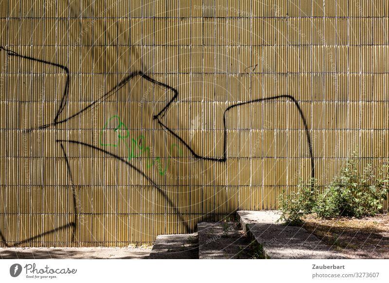 Gelbe Wandstruktur, Treppe und Graffiti Sträucher Stadt Bauwerk Gebäude Mauer Fassade Stein Zeichen gehen authentisch retro gelb Neugier Identität skurril