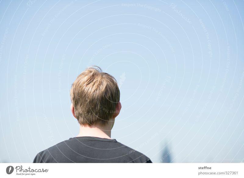 Den Blick nach vorn Mensch maskulin Mann Erwachsene Kopf Haare & Frisuren 1 18-30 Jahre Jugendliche 30-45 Jahre Wolkenloser Himmel Sonnenlicht Schönes Wetter