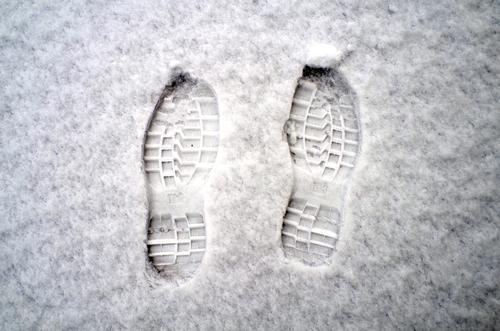 Natur weiß Winter Schnee Fuß frisch Wetter Aussicht Schuhe Boden Jahreszeiten gefroren Spuren Fußspur treten