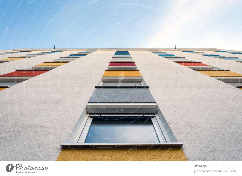 Farbspektrum an Fassade Himmel bunt Spektrum weiß Fenster wohnen mietshaus stadt hoch Froschperspektive