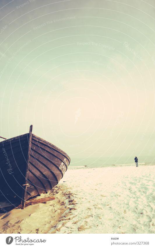 Ferne Nähe Erholung ruhig Ferien & Urlaub & Reisen Freiheit Strand Meer Winter Schnee Mensch 1 Umwelt Sand Wasser Himmel Horizont Küste Ostsee Bootsfahrt