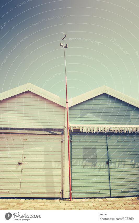 Zusammenhalt Himmel Ferien & Urlaub & Reisen Sommer Haus Strand Wärme Stil Lifestyle Zusammensein Fassade Design Freizeit & Hobby Tür geschlossen retro Streifen