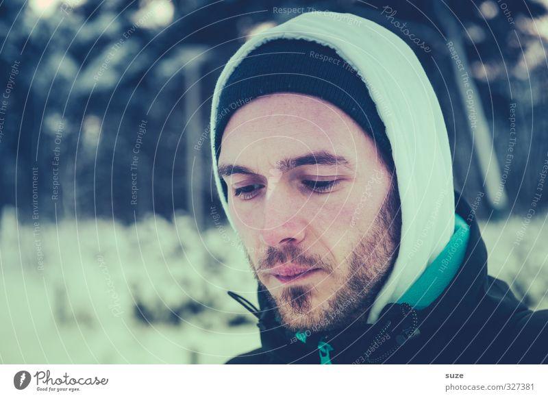 Eisbär Lifestyle Schnee Mensch maskulin Junger Mann Jugendliche Erwachsene Kopf Gesicht Bart 1 18-30 Jahre Wald Bekleidung Mütze Dreitagebart kalt Einsamkeit