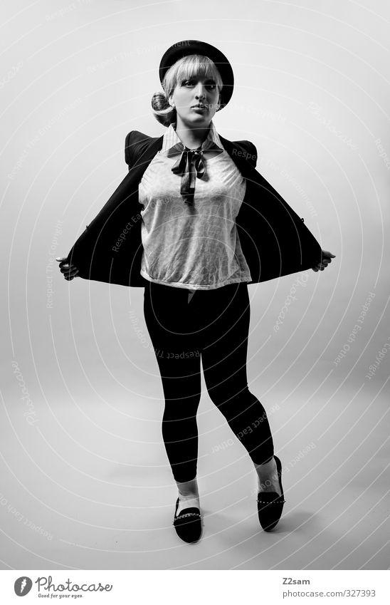Mietze Lifestyle elegant Stil feminin Junge Frau Jugendliche 1 Mensch 18-30 Jahre Erwachsene Mode Jacke Leggings Piercing Hut blond langhaarig Bewegung stehen