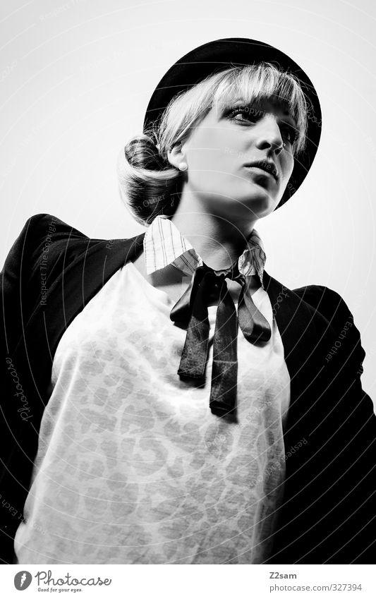 Mietze Lifestyle elegant Stil feminin Junge Frau Jugendliche 1 Mensch 18-30 Jahre Erwachsene Mode Jacke Accessoire Piercing Schal Hut blond Zopf ästhetisch