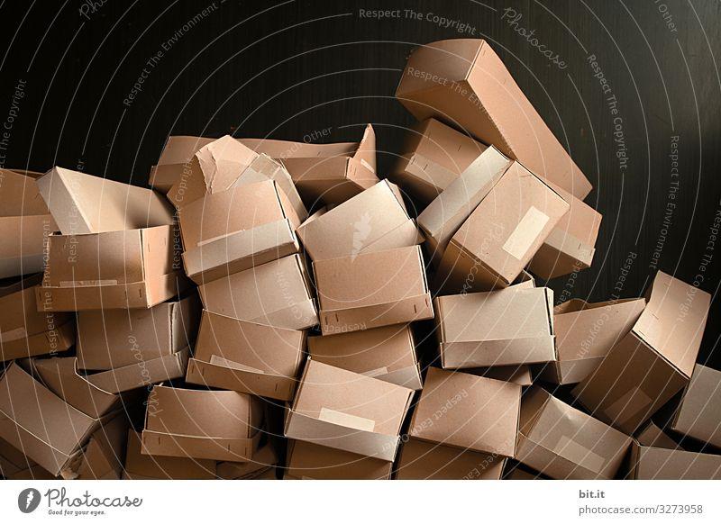 Stapel mit Kartons Häusliches Leben Umzug (Wohnungswechsel) Arbeit & Erwerbstätigkeit Beruf Handel Güterverkehr & Logistik Kunst Kunstwerk Papier Verpackung