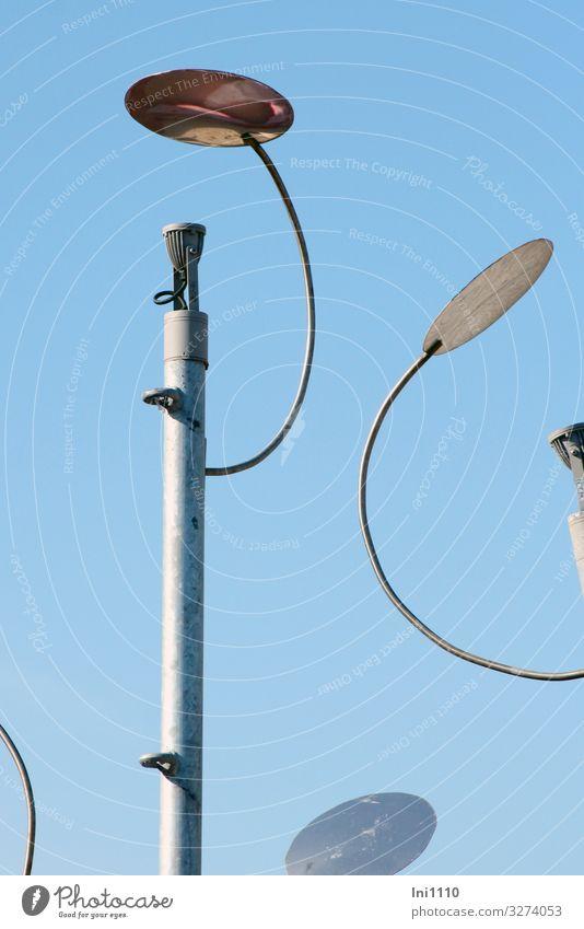 Beleuchtung Technik & Technologie Fortschritt Zukunft High-Tech Energiewirtschaft Himmel Metall Stahl blau grau Laternenpfahl Stab Reflektor Beleuchtungselement