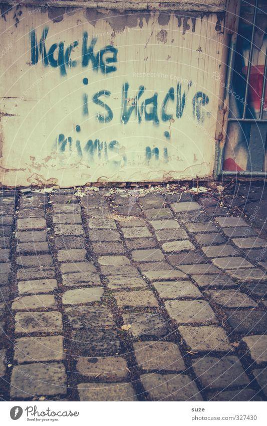 Kacke is kacke alt Graffiti Wand lustig Wege & Pfade Mauer grau dreckig authentisch Schriftzeichen Kot Typographie Kopfsteinpflaster trashig Wort Desaster