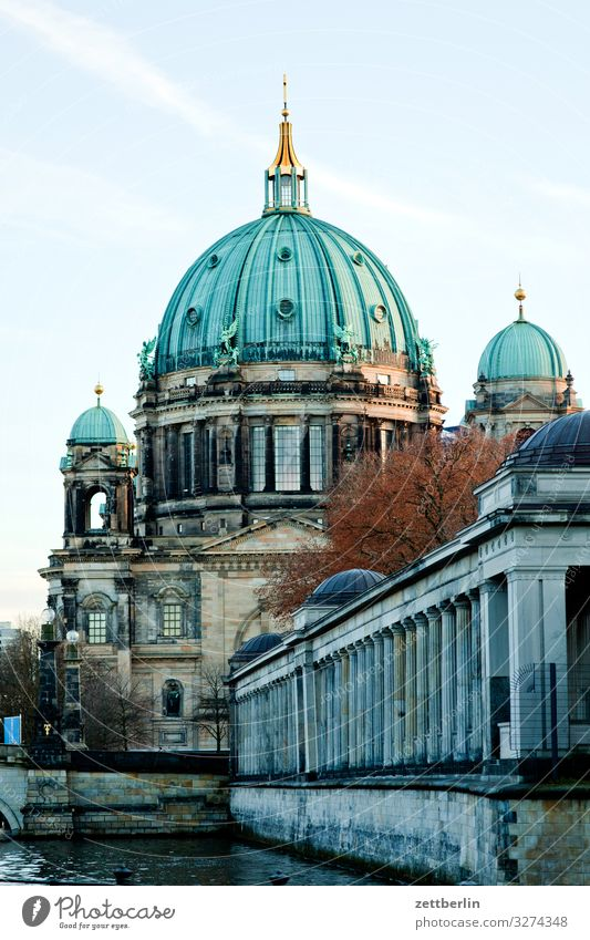 Berliner Dom Architektur Oberpfarrkirche zu Berlin Großstadt Deutschland Hauptstadt Himmel Himmel (Jenseits) Stadtzentrum Religion & Glaube Kirche Christentum