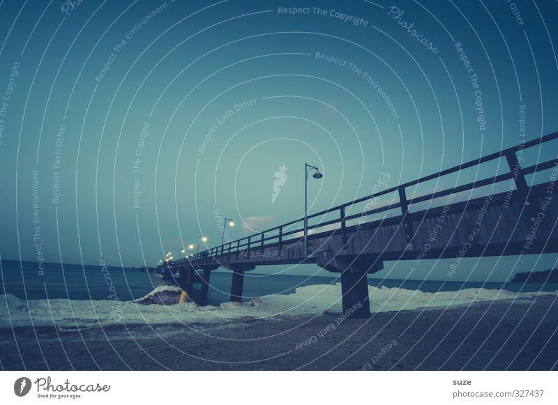 Tiefblaue Stunde Himmel Natur blau Ferien & Urlaub & Reisen Wasser Meer Einsamkeit Landschaft Umwelt dunkel kalt Schnee Wege & Pfade Küste Horizont Luft