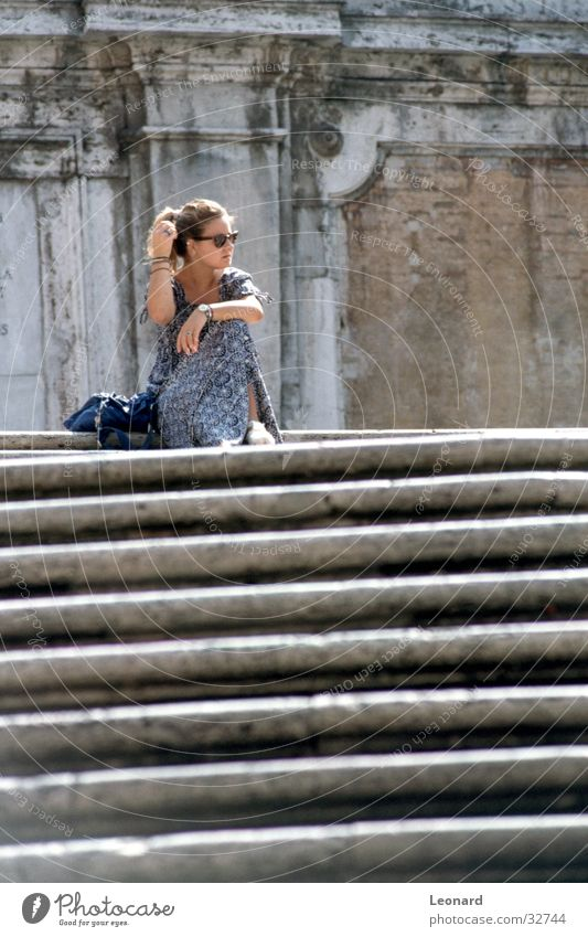Treppe Frau Pause ruhig Mensch Rom Italien Leiter sitzen stair step woman sun