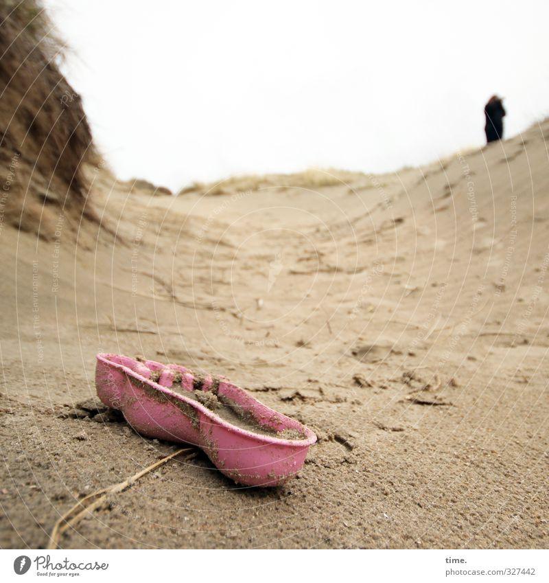 Rømø | Yeti-Förmchen Mensch Ferien & Urlaub & Reisen Einsamkeit Freude Strand Wege & Pfade Küste Sand Fuß Horizont stehen Idee Kunststoff geheimnisvoll