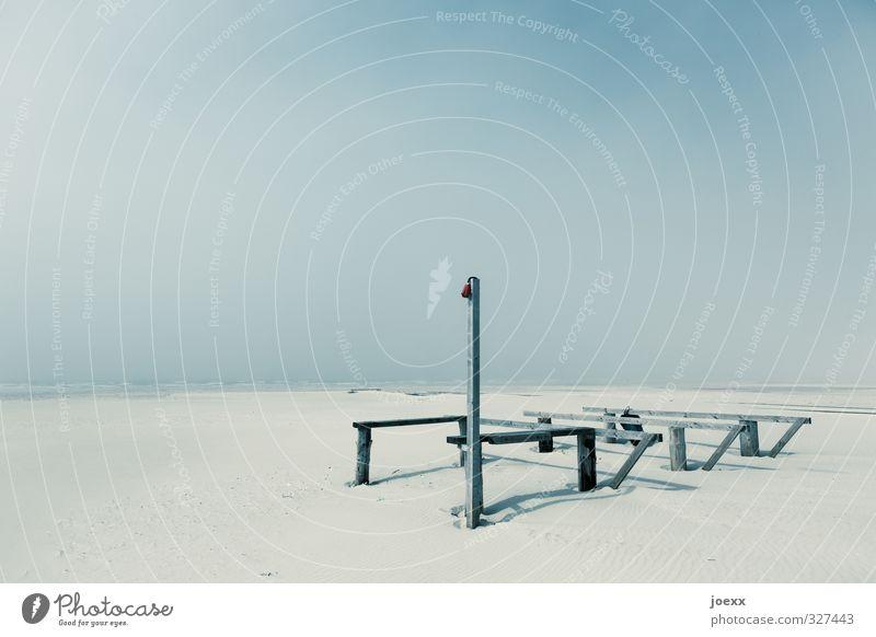 Strandbar Landschaft Wolkenloser Himmel Horizont Schönes Wetter Küste Insel Amrum Sand Holz alt blau braun schwarz weiß ruhig Einsamkeit Surrealismus Umwelt