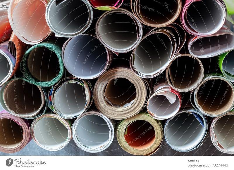 viele bunte gestapelte Papierrollen Rolle Geschenkpapier Dekoration & Verzierung rund mehrfarbig Auswahl Verpackungsmaterial Kreis Xenias Textfreiraum Mitte