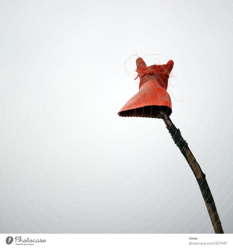 Rømø | Strandkasper Himmel dunkel grau Holz Kunst Design Perspektive kaputt einfach Kreativität Zeichen Kunststoff Information trashig skurril böse