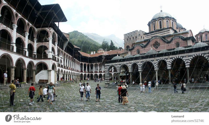 Rila Kloster 2 Religion & Glaube Bauwerk Kultur Kunst Europa Tourist Mensch Panorama (Aussicht) Orthodoxie Gotteshäuser bulgaria church monastery monastic monk