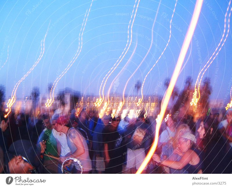 zugedrönt Party Mensch Strandparty Menschengruppe Lichtstreifen Langzeitbelichtung Partygast Außenaufnahme