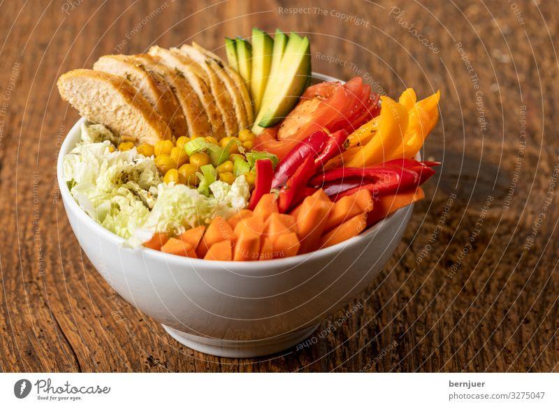 Buddhabowl mit Huhn auf Holz Gemüse Brot Ernährung Mittagessen Abendessen Diät Schalen & Schüsseln frisch trendy lecker violett weiß Weißwein Baguette Haushuhn