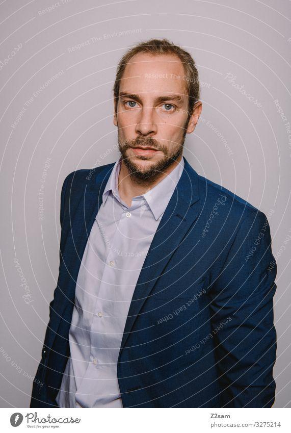 Nobel geht die Welt zugrunde Lifestyle elegant Stil Junger Mann Jugendliche 18-30 Jahre Erwachsene Mode Hemd Anzug blond Zopf Bart Coolness Erfolg blau