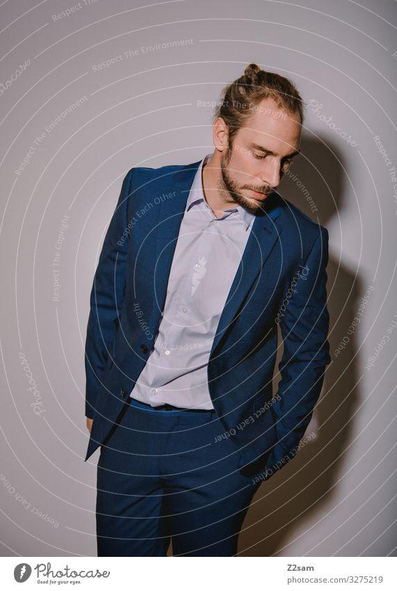 Nobel geht die Welt zugrunde Lifestyle elegant Stil Junger Mann Jugendliche 18-30 Jahre Erwachsene Mode Hemd Anzug blond langhaarig Bart träumen ästhetisch