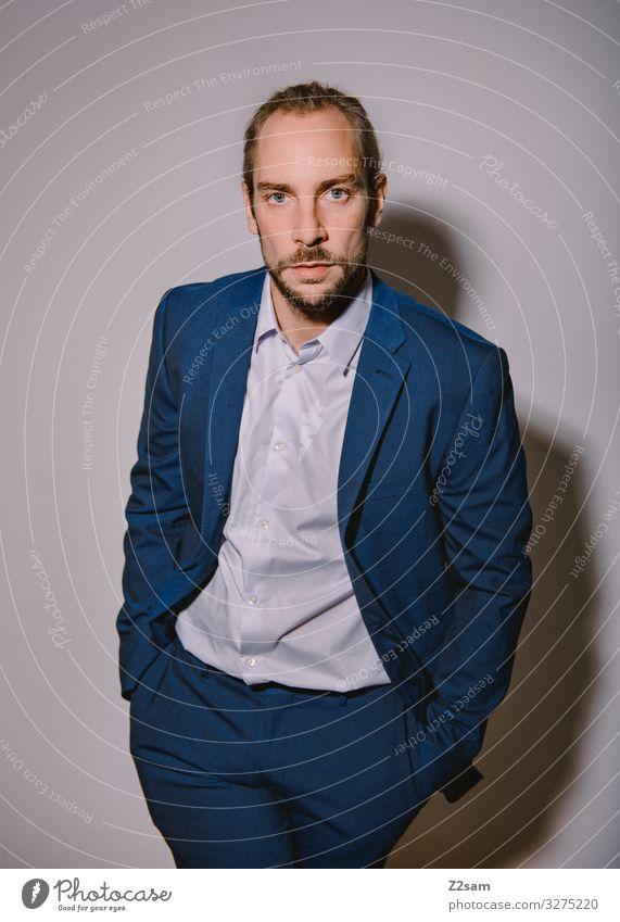 Nobel geht die Welt zugrunde Lifestyle elegant Stil Junger Mann Jugendliche 30-45 Jahre Erwachsene Mode Hemd Anzug blond Zopf Bart ästhetisch Coolness Erfolg