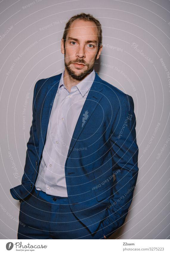 Nobel geht die Welt zugrunde Jugendliche blau Junger Mann 18-30 Jahre Lifestyle Erwachsene Stil Business Mode elegant blond Kraft Erfolg Coolness Mut Bart