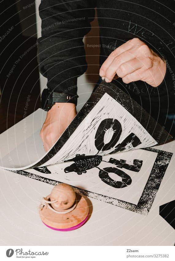 Linolprint Freizeit & Hobby Basteln Handarbeit Werbebranche Handwerk feminin Junge Frau Jugendliche 18-30 Jahre Erwachsene Künstler Maler Kunstwerk Pullover