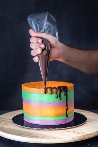 Halloween-Kuchen aus Schokolade und Fondant Dessert Freude Gesicht Dekoration & Verzierung Feste & Feiern Kultur Herbst Holz lecker schwarz Angst Entsetzen
