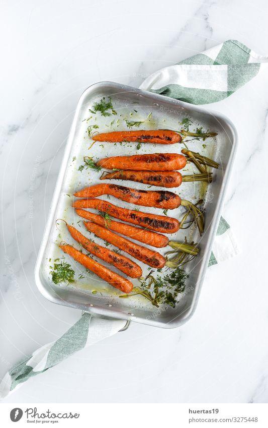 Leckere geröstete Karotten von oben Lebensmittel Gemüse Kräuter & Gewürze Mittagessen Abendessen Vegetarische Ernährung Diät Lifestyle Gesunde Ernährung frisch