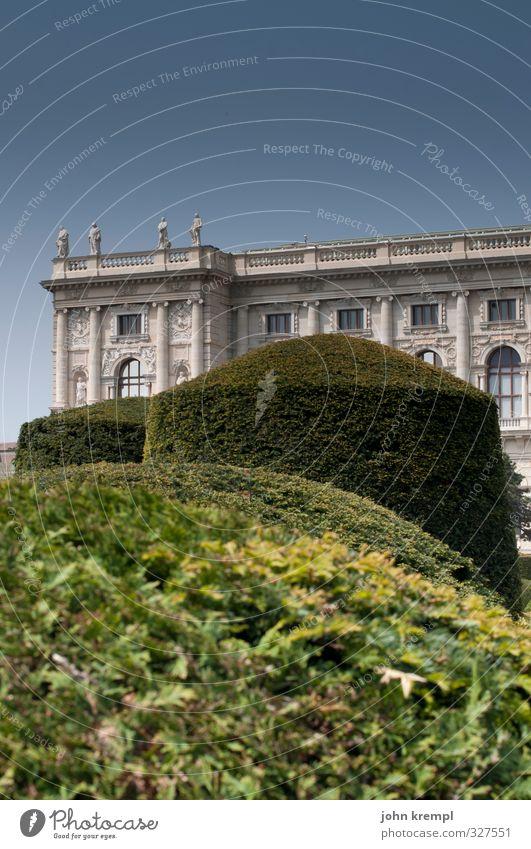 Versteckspiel Wolkenloser Himmel Sträucher Garten Park Wien Österreich Hauptstadt Altstadt Bauwerk Architektur Museum Fassade Sehenswürdigkeit