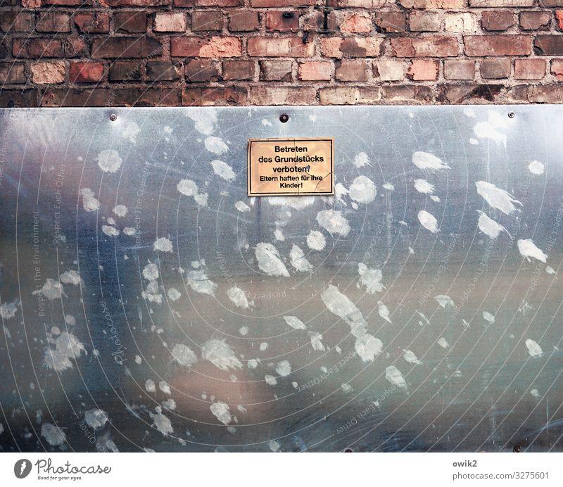 Grauzone Baustelle Mauer Wand Stein Metall Schriftzeichen Schilder & Markierungen Hinweisschild Warnschild Schutz Sicherheit Backstein Backsteinwand spritzen
