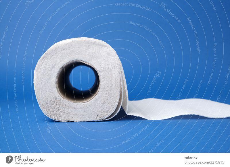 gedrehte Rolle weißes Papierhandtuch Küche Sauberkeit weich blau Hintergrund blanko kreisen Einwegartikel heimisch Gerät heimwärts Haushalt Haushaltsführung