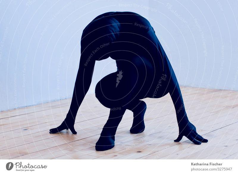 Part of Expression 1 Mensch Kunst hocken ästhetisch sportlich außergewöhnlich braun schwarz weiß Gefühle schwarzer Anzug Pantomime Körperhaltung Flugzeugstart